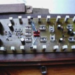Amplificador classe AB de 1000 watts RMS por canal.